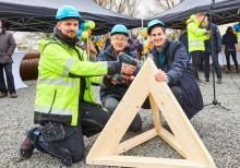 Drag när radhusbygge på Vallby i Västerås invigdes