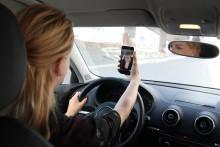 Mobilbruk i bil - foreldre blant de verste