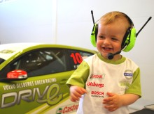 Volvo Motorsport lanserar racingplagg för barn: Team Manager T-shirt för den lilla bossen hemma - nu ute i butik