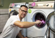 Hyresgäster i Malmö är först i världen med teknik som tvättar rent i kallvatten och utan tvättmedel