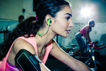 JBL lanserer sporty høretelefoner JBL Synchros Reflect og JBL Synchros Reflect BT
