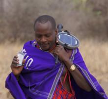Massajer i Tanzania har testat HiNations solcellsladdare