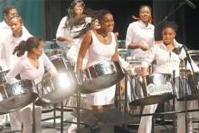 Første kvinnelige steelband deltar i Trinidad & Tobagos National Panorama konkurransen
