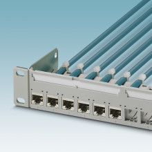 Compact patch bays for RJ45 modules