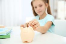 Sju av tio barn mellan 7-17 år får veckopeng - så kan de tjäna den själva