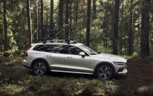 Nya Volvo V60 Cross Country tar den svenska herrgårdsvagnen utanför allfartsvägarna