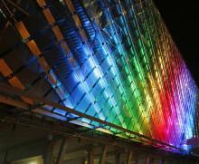 Ericsson Globe och Tele2 Arena tänds i regnbågens färger för att visa vägen till prideveckans största lesbiska och queera pridefest