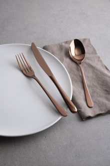 Dining Delight: The perfect table setting with modern flatware by Sambonet