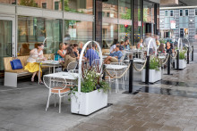 Nola möblerar uteservering på Nordic Light Hotel