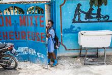Barn i Norrköping möter barnrättskämpe från Haiti, emot slaveri och fattigdom