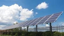 2020 mål for CO2 reduktion overstiger forventningerne med to solenergi projekter på fabrikker i Kentucky  og Arkansas