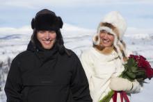 Över 210 par har friat via nätet – succé att gifta ihop längd med utförsåkning