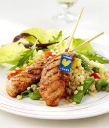 Pilotstudie visar hur konsumenter vilseleds:  Främst thailändska kycklingspett i svenska delikatessdiskar