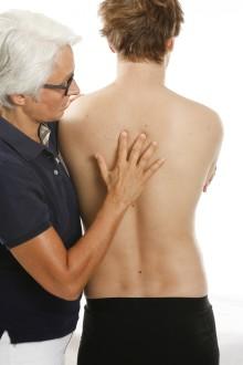 Klinisch relevante Erfolge durch Osteopathie  / Tag der Rückengesundheit: Ursachen statt Symptome behandeln