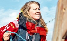 Susie Goodall har satt segel på hennes soloresa runt jorden när Golden Globe 2018 startade i Frankrike