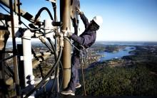 Teracom renoverar antenn för Sveriges Radio i radiomasten i Östhammar