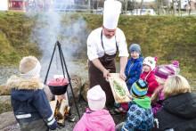 Læringsverkstedet: Måltidet brukes som en arena for gode opplevelser og samtaler