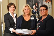 Menneskeverd overleverte 20 000 underskrifter mot tvillingabort