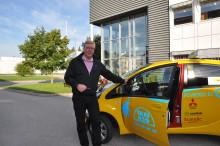 Bilsporten använder elbils-taxi