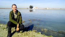 Han studerar växthusgaser från flamingor i Andalusien