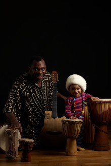 """Premiär för prisbelönte Edo Bumbas barnföreställning """"När solen lagt sig att sova - afrikansk musiksaga"""""""