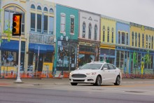 A Ford az első autógyártó, amely az Mcity-ben, a Michigan Egyetem városi forgalmat szimuláló területén teszteli önállóan működő autóit