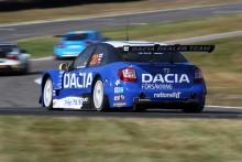 Andersson och Dacia hoppas på dubbla fullträffar i STCC-finalen