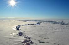 Molnig vår minskar Arktis is