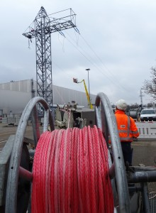 Stromleitungen werden wegen A3-Ausbau verlegt - BMW und Bayernwerk bauen zur Sicherheit Ersatzleitung