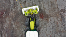 News from CLAAS - Swivelling lower links for negotiating bends during mowing