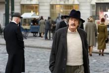 Se första avsnittet av dramaserien Genius: Albert Einstein