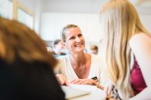 Erlaskolan bidrar till forskning om ledarskap