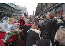 Skyltsöndag på Nordiska Kompaniet i Stockholm. Bild 2