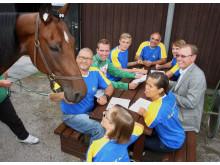 Svenska simlandslaget i Paralympics laddade upp på Solvalla