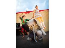 Sommarlund - halsbrytande varitéföreställning för hela familjen med Kompani Giraff