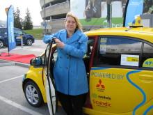 Arlanda inviger laddstolpe för eltaxi