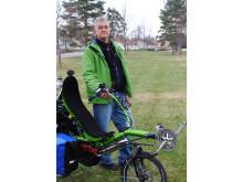 Kenneth Gagnero cyklar för Barnfonden