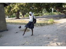 En fotboll från ActionAid hjälper barn att få vara barn
