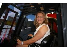 Rallydrottningen Tina Thörner provkör Toyotas Tonero-simulator