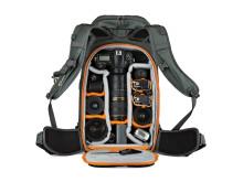 Lowepro Whistler BP450 AW öppen med utrustning
