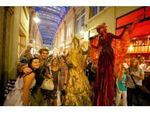 Bunte Szenen beim Leipziger Passagenfest