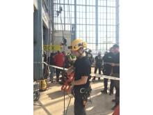 Reparbetaren Philippe Ekeholt förbereder sig för speed climb