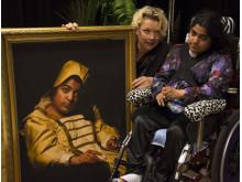 Konstnären Elisabeth Ohlson Wallin med modellen Sabina Hosseinbor.