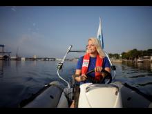 Segeltrainer begleiten die Kinder  im Camp 24_7 auf Motorbooten