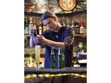 Carlsberg Basilikablomster i Almedalen, Tim Thörnhammar bartender på Surfers i Visby