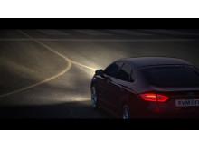 """«The Fast and the Furious""""-regissøren skapte dramatisk reklamefilm for nye Ford Mondeo på Sandane flyplass"""
