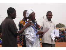 Habibatou Diallo håller tal