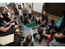 Undervisningen begynder i klasseværelset