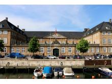 Prinsens Palæ set fra Frederiksholms Kanal i maj 2014 - med flag