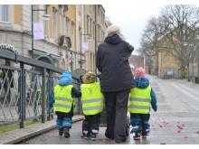 Nattugglans förskoleavdelning är på upptäcktsfärd i centrala Alingsås.